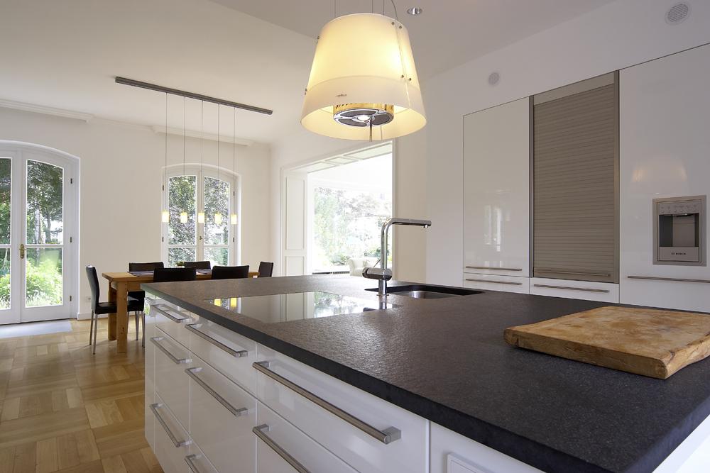 Küche mit funktionaler Insel